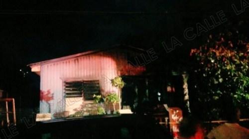 Así quedó la casa incendiada en el barrio San Antón de Ponce (Twitter/@Bomberos_de_PR).