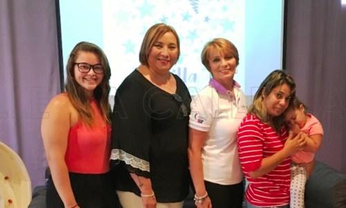 En el orden acostumbrado: Nilsa Morales, joven símbolo; Doris M. Ortiz, madrina; Madelyn Ríos, presidenta del evento del RUM; y Mariam Castillo junto a Sofía Acevedo, niña símbolo de Relevo por la Vida, Mayagüez (Suministrada/Prensa RUM).