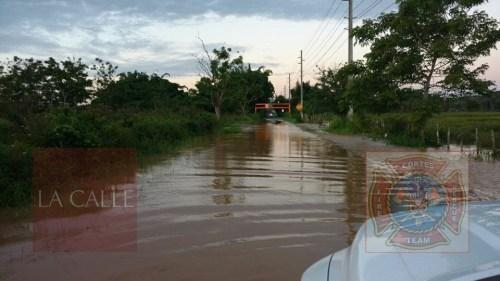 Inundaciones obligaron al cierre de la carretera (Foto/Rescate Cortés).