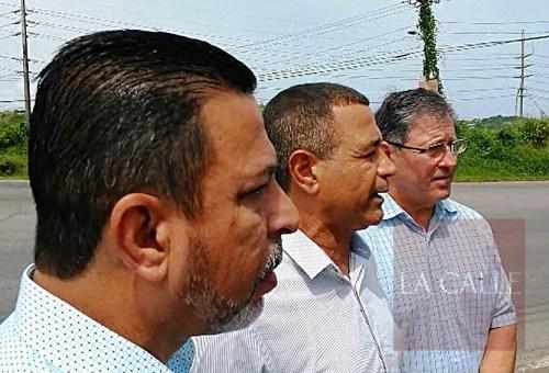 De izquierda a derecha, los alcaldes Isidro Negrón, de San Germán; Pedro García, de Hormigueros; y Roberto Ramírez Kurtz, de Cabo Rojo (Foto LA CALLE Digital/Julio Víctor Ramírez, hijo).