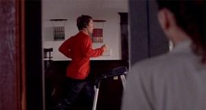 Secretary - Holloway beobachtet Grey auf seinem Laufband