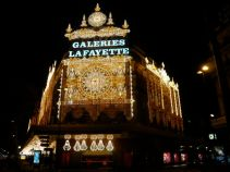 On the way home, we saw Galleries Lafayette's Xmas light extravaganza