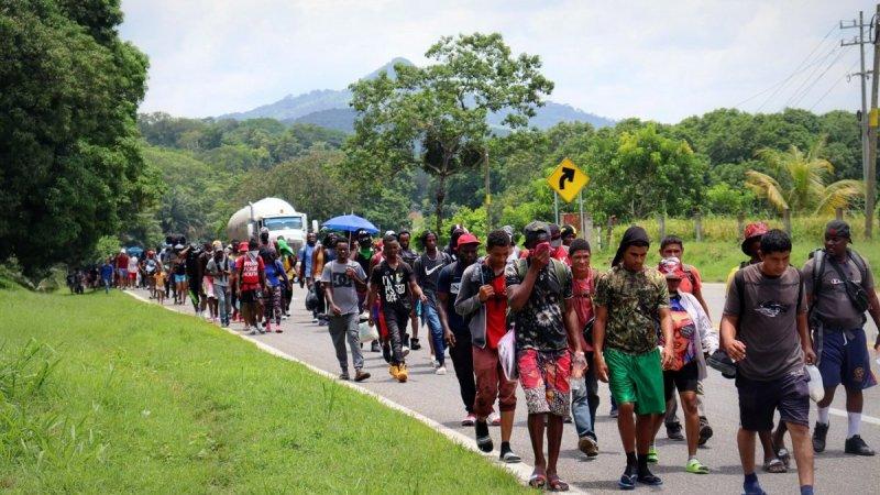 Nueva caravana migrante avanza desde el sur de México tras agresiones de la Guardia Nacional