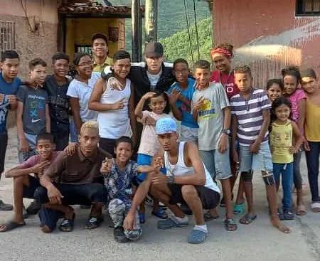 Versalle inicia su tour sonando en los barrios en Venezuela sector Caucagüita