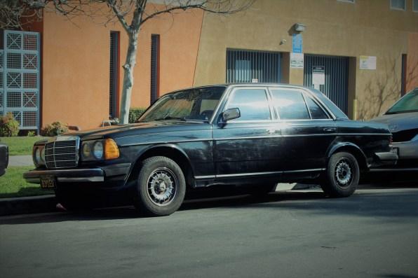 23 - 1982 Mercedes-Benz 300D Sedan (1)