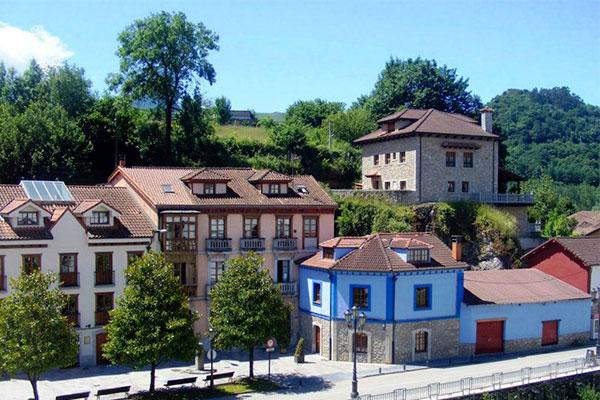 Las Caldas de Oviedo en Asturias - La Casa Azul de Las Caldas ©