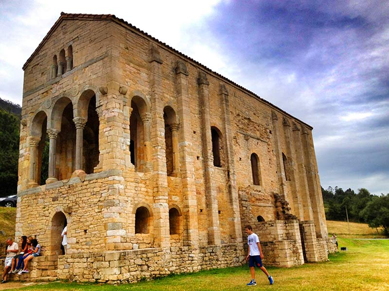 Que ver en Asturias rural - Santa María del Naranco - La Casa Azul de Las Caldas