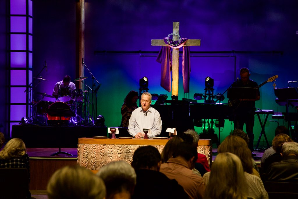 communion prayer by Pastor Jeff Ruby at a Lutheran Scottsdale Arizona Church la casa de cristo near Phoenix