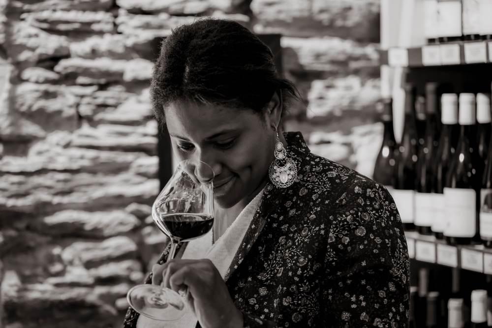 Dégustation de vin par Lucia à la cave de Lucia à Nantes