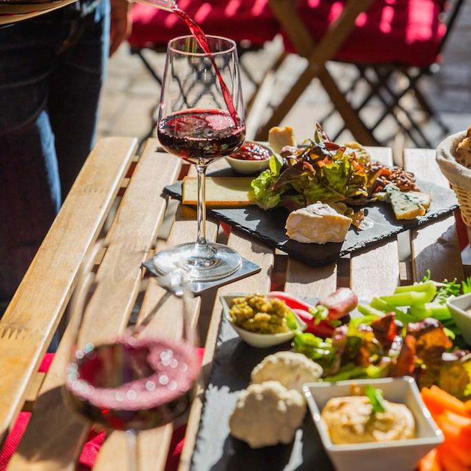 Bar à Vin Cave à Vin Cosy bar vin naturel bières artisanales planches