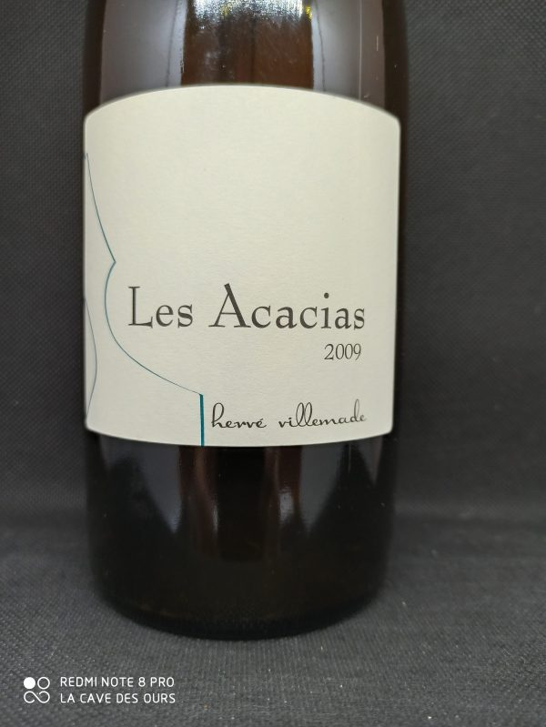 close up label les acacias