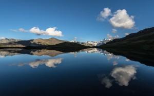 reflet dans le lac des Autannes