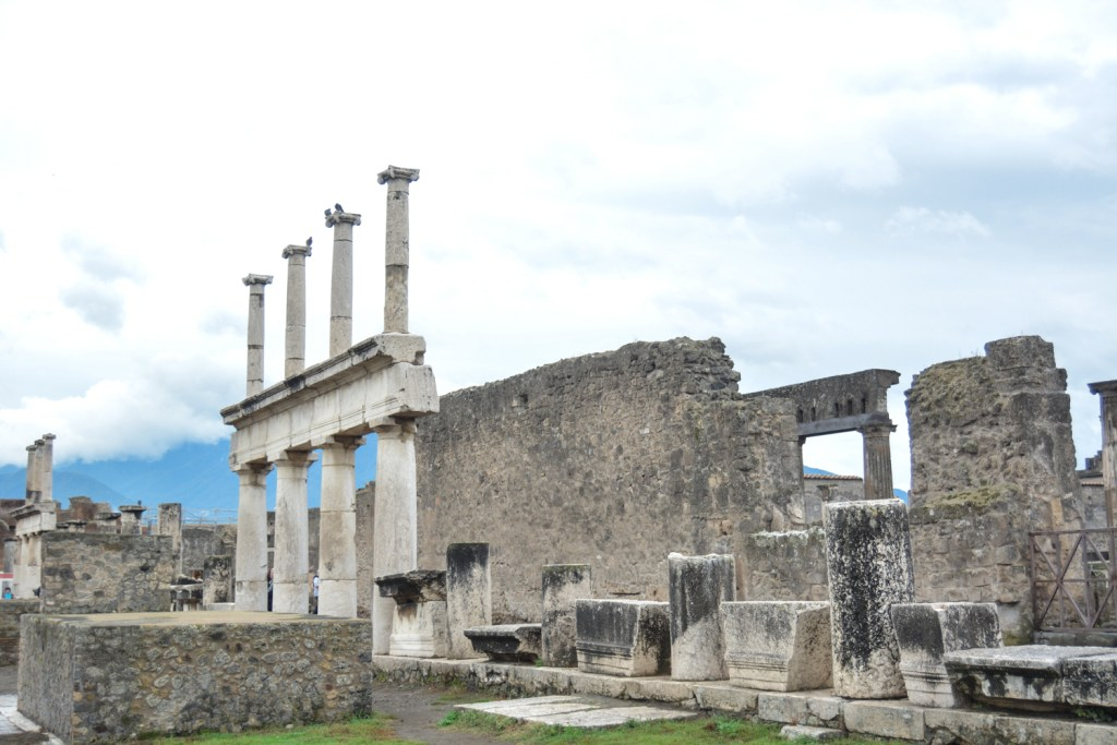 exploring the lost city of Pompeii - Italy - Travel - @lacegraceblog1