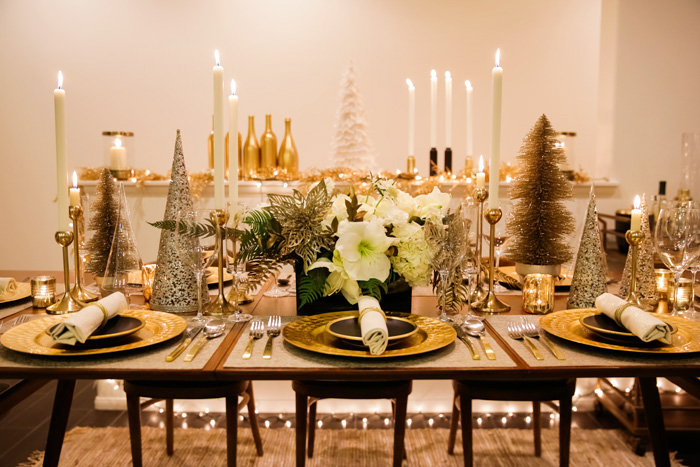 Lace And Locks Holiday Table Setting Floral Arrangement