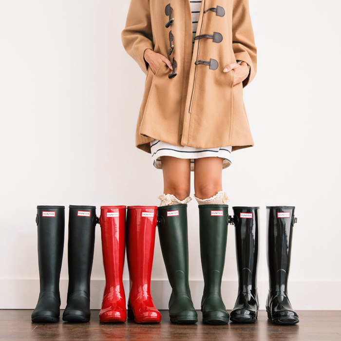 lace and locks, petite fashion blogger, hunter boots, toggle coat and rain boots, cute rain boots