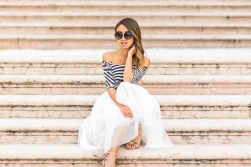 petite fashion blog, lace and locks, italy travel blogger, lake garda, cute tulle skirt for women, travel review blog, villa feltrinelli, italy destination blog