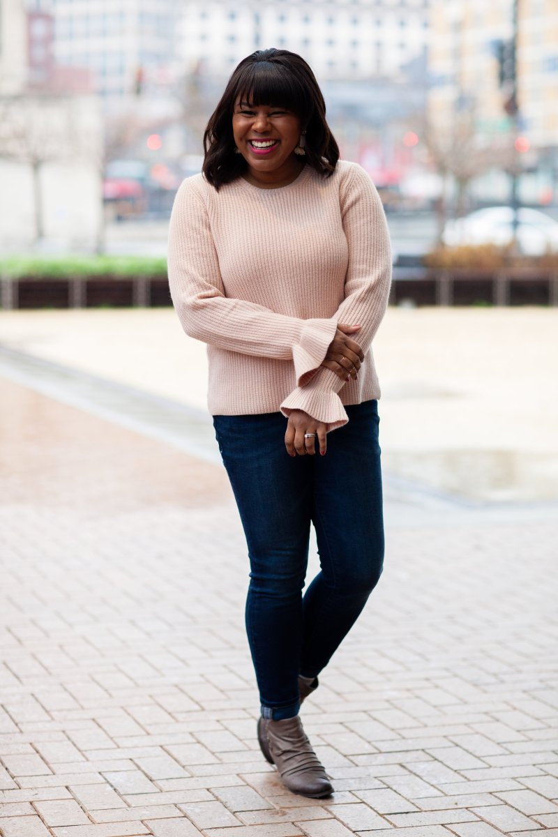 What do you guys think of the bell sleeve trend? Do you love it? I'm a little on the fence, but do have some pointers if you want to give it a try. It really comes down to two things: sleeve length and fabric.