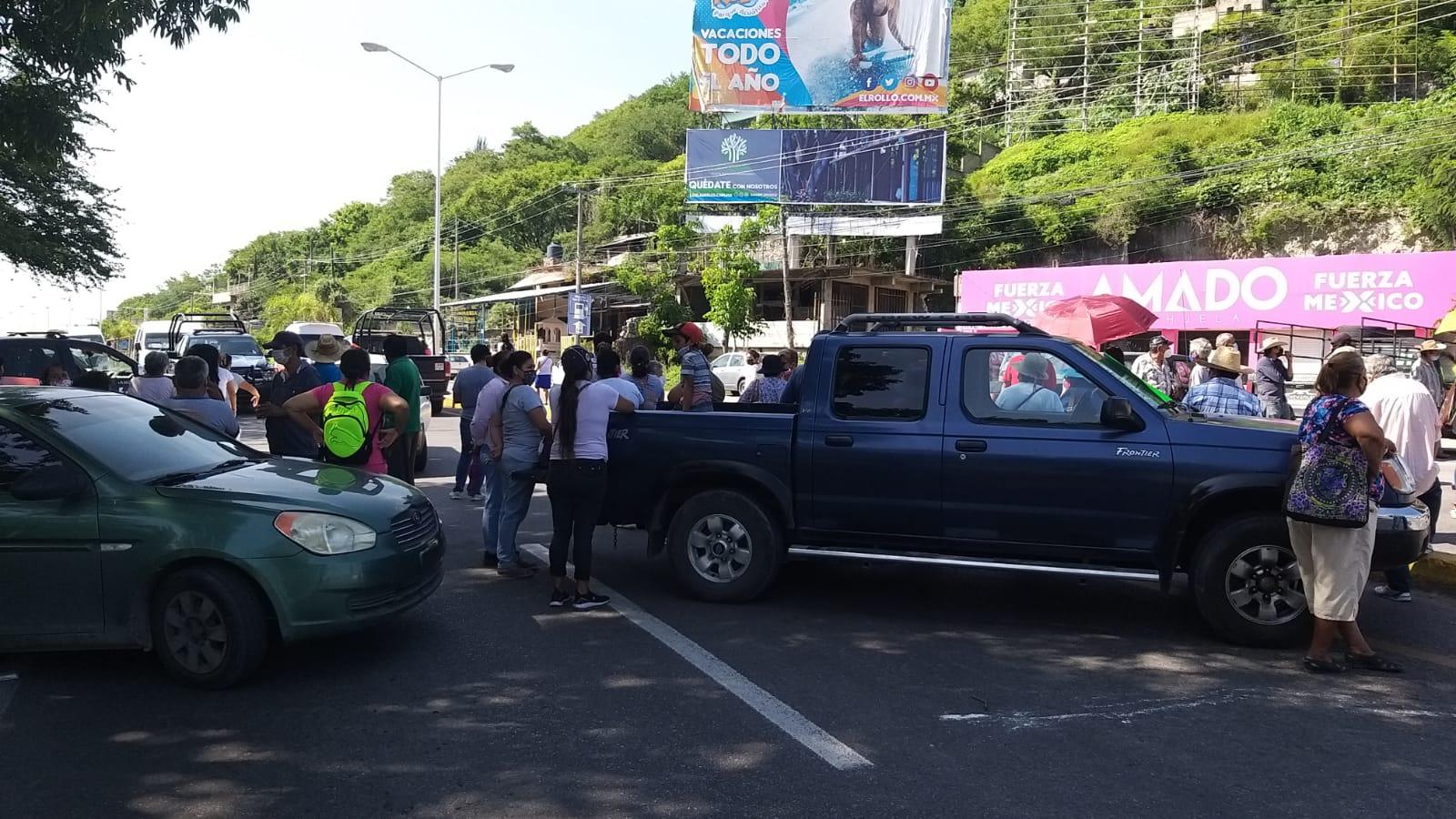 Otro día de protesta: vecinos de Zacatepec bloquean la carretera Alpuyeca - Jojutla por no contar con el servicio de agua desde hace dos semanas