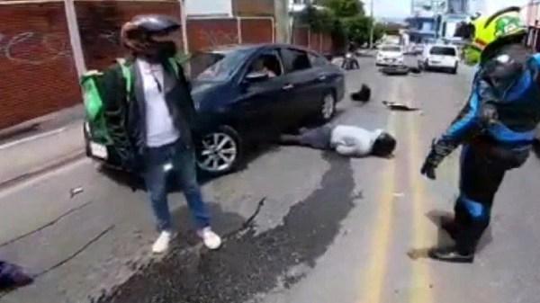 En Video: Mueren dos presuntos asaltantes motorizados al chocar con un taxi cuando intentaban darse a la fuga por la Avenida Diana de Cuernavaca