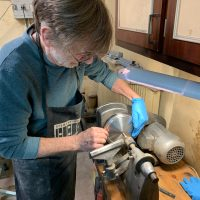 Fabrication d'un cône de guitare à résonateur par Mike Lewis de Fine Resophonic
