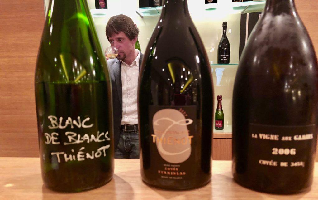 Nicolas Uriel, chef de caves du champagne Thiénot, présentant le blanc de blancs non vintage.