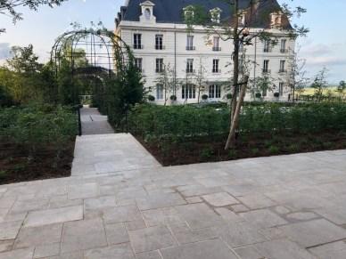 Arrivée (l'un des entrées) du Château de Saran