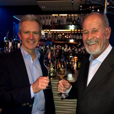 Hervé Dantan et Jean-Paul Gandon, actuel et ancien chef de caves du champagne Lanson.