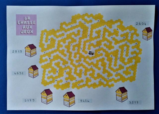 Un labyrinthe pour une chasse au trésor spécial abeilles