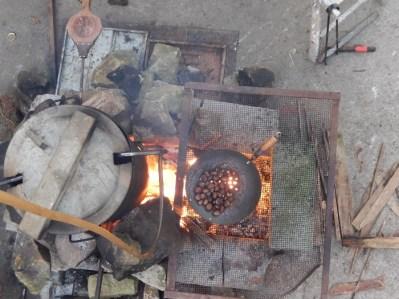 le feu aussi est en système d'agroforesterie: on associe plusieurs productions sur sa surface, jus de pomme et châtaignes.