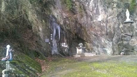 ... Et sa grotte.