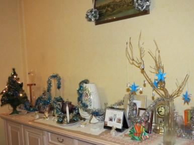 Déco du buffet. Les tuto pour l'arbre de Noël et le sapin en papier sont sur mon tableau Pinterest (http://www.pinterest.com/lacheveche59/un-noël-diy/)