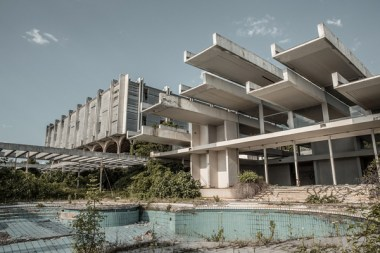 Hotel Haludovo Palace (Penthouse Adriatic) en Krk, Coracia. 1972. arquitecto Boris Magaš