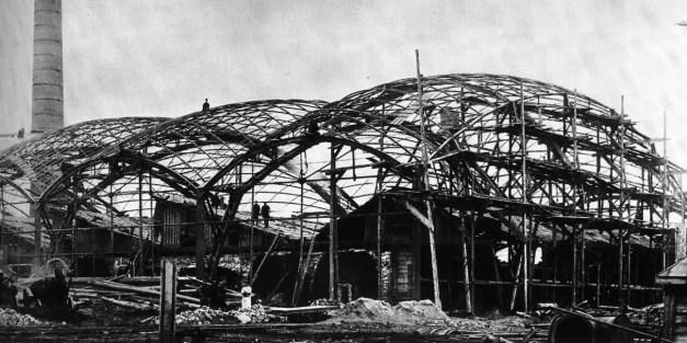 La primera estructura de acero de doble curvatura de 1897
