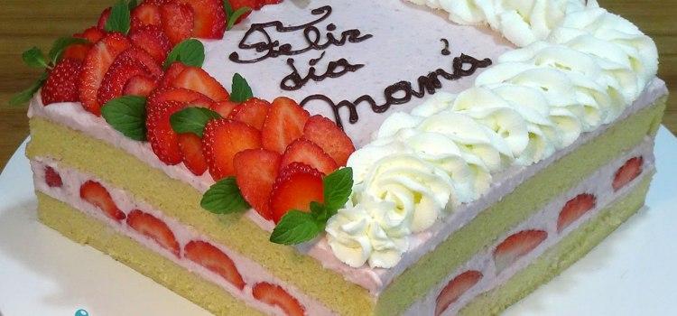 Tarta especial día de la madre 2019, con un bizcocho muy esponjoso y jugoso, relleno de una mousse de fresas