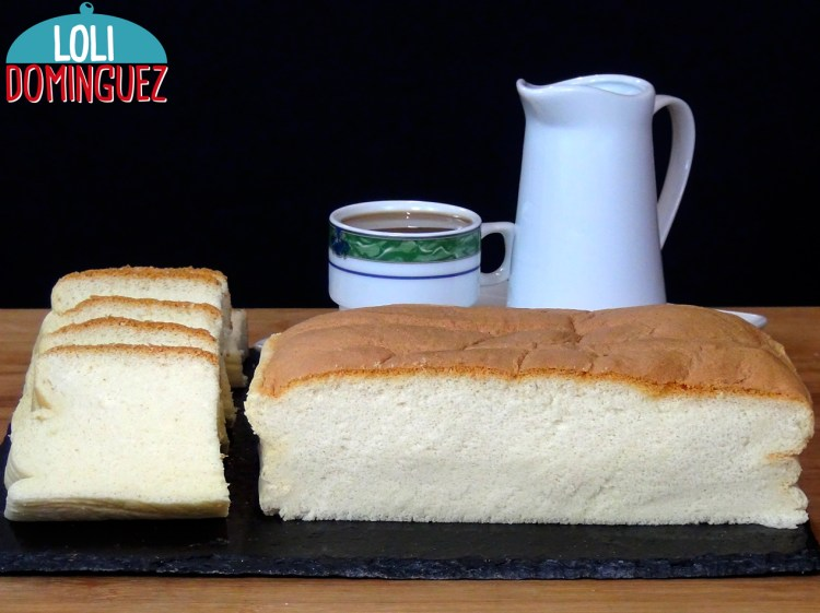 PASTEL DE ALGODÓN JAPONÉS - COTTON CAKE. Algo especial tiene este bizcocho que no puedes parar de comerlo, tan tierno, suave y esponjoso que se funde en la boca dejando un sabor delicioso