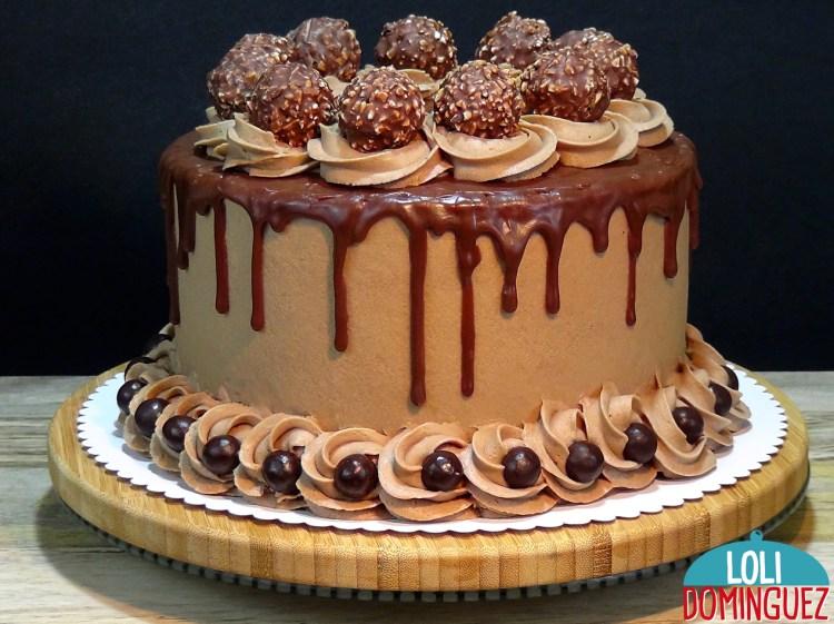 TARTA ESPECIAL DÍA DEL PADRE 2020. Este año os propongo para este día tan especial una riquísima tarta de chocolate y avellanas que esta riquísima, un bizcocho esponjoso y jugoso con una crema de mantequilla y chocolate