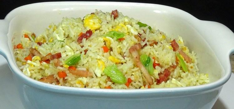 ARROZ FRITO CON HUEVO Y BEICON (BACÓN, PANCETA O TOCINO AHUMADO) Una receta muy económica, rápida, fácil y deliciosa que estoy segura que les gustara a todos en casa