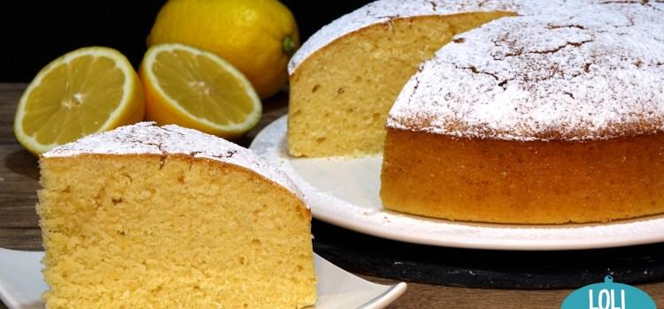 BIZCOCHO DE LIMÓN MUY JUGOSO Y TIERNO DURANTE 7 DIAS. Una receta fácil que te va a encantar; Es un bizcocho con un sabor suave a limón y con una textura esponjosa, tierna y jugosa que aguanta hasta una semana tierno