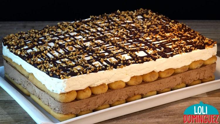 TARTA DE DOS CHOCOLATES SIN HORNO Y SIN GELATINA. Una tarta deliciosa y que se hace de manera tan fácil que no dudaras en hacerla ni un minuto, queda con una textura suave y con el contraste jugoso de los bizcochos hacen un placer de sabores y texturas