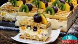 TARTA DE GOFRES CON FRUTA DE TEMPORADA Y SIN HORNO. Una tarta muy original a la vez que deliciosa, sin duda no dejara indiferente a nadie, por su aspecto tan apetecible, por la combinación de sabores y texturas que hace que cada bocado sea un autentico placer.