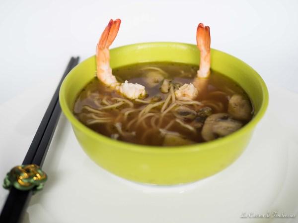 sopa japonesa con fideos