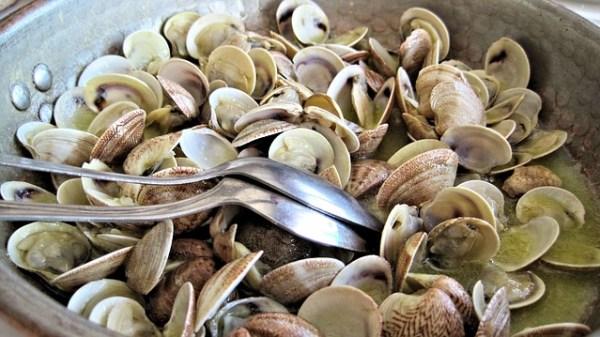 Almejas con cebolla