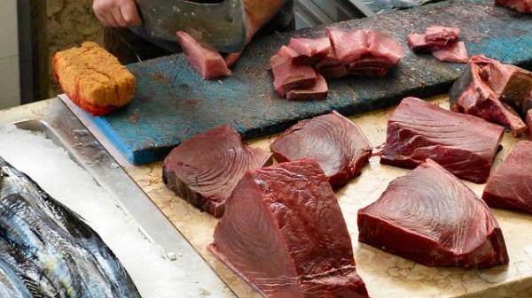 Pan de gambas con tartar de atún