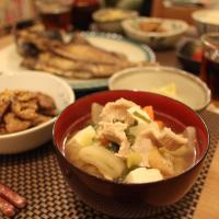 Tonjiru es una sopa de miso con cerdo para invierno