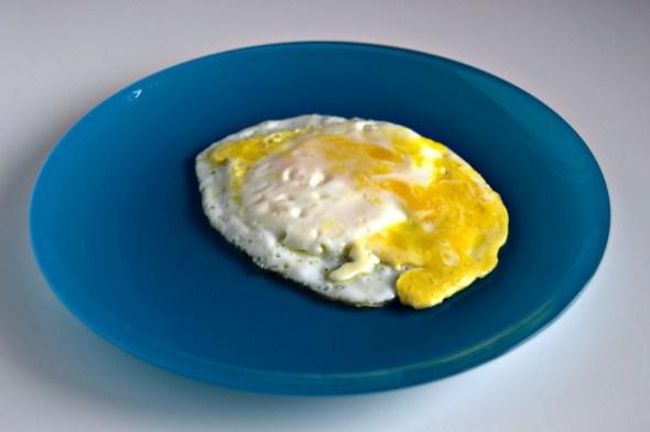 Huevo frito roto