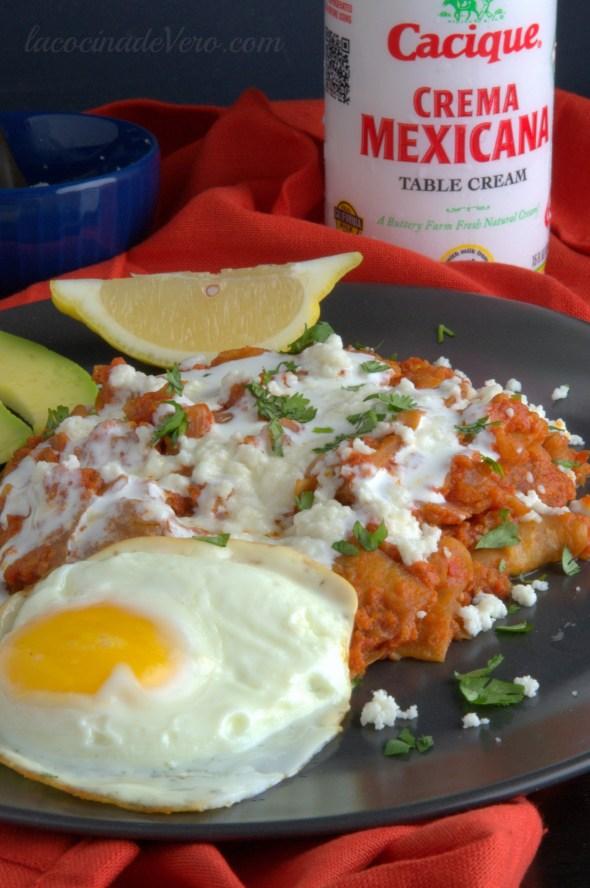 chilaquiles-y-crema-mexicana