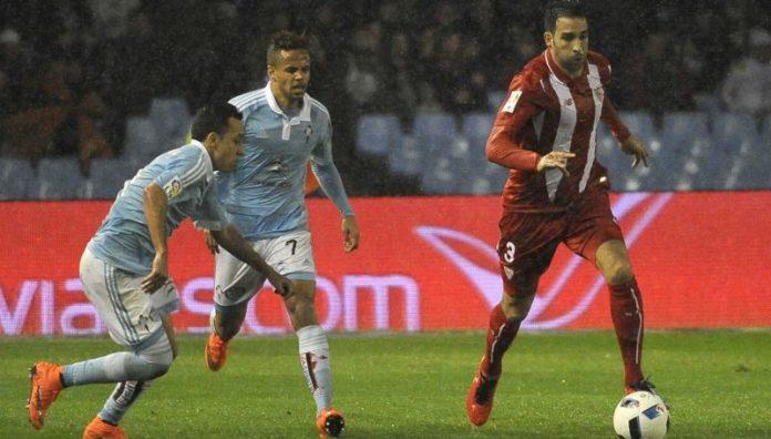 Rami conduce el balón ante dos delanteros del Celta de Vigo | Imagen: Sevilla FC