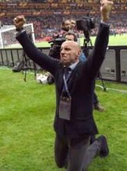 Monchi, celebraba el último titulo del Sevilla, conquistado en mayo de 2015. | Foto: Mundo Deportivo