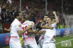 Gameiro celebra su gol junto a los jugadores del Sevilla |Imagen: Ismael Molina