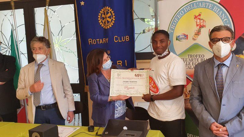 """Rotary club di Locri – Distretto 2100 – """"Ripartiamo da una pizza"""""""